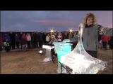 Норвежский музыкант выступил в Кировске на ледяных инструментах.