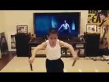 8-летний Брюс Ли - сильный мальчик творит чудеса. Супер мотивация. Бодибилдинг, качалка, тренировки тренинг накачать спорт мышцы