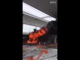 Скоростной пассажирский поезд загорелся на станции в Китае
