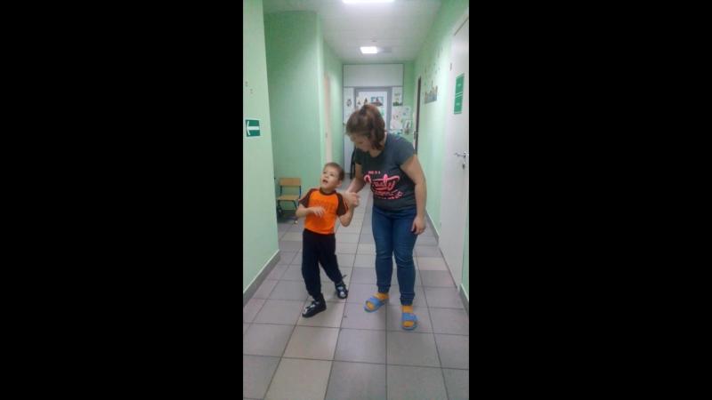Учимся с Егорушкой ходить за ручку