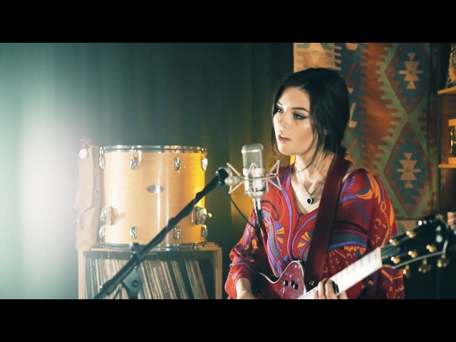 Radiohead Meets The Police Live Looping Mashup by Elise Trouw