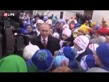 LIFE! В.В.Путин на Новогодней Ёлке в Кремле.