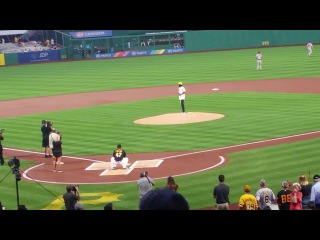 WIZ KHALIFA THROWS OUT FIRST PITCH AT A PIRATE GAME
