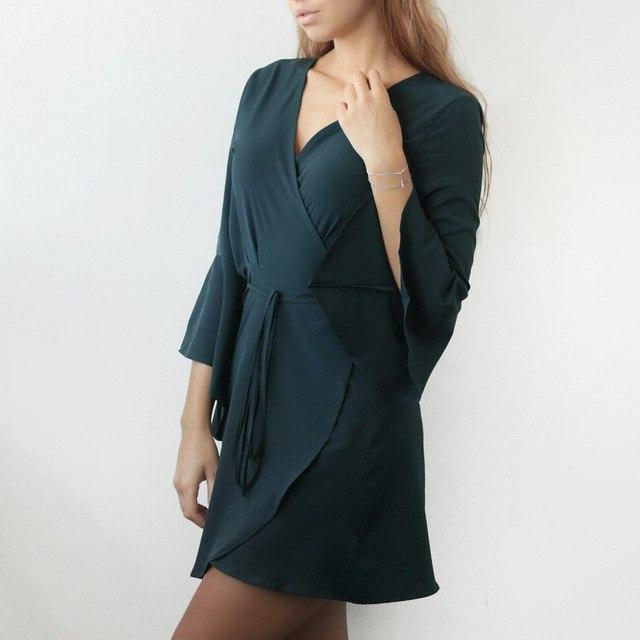 Платье невероятно красивого цвета с запАхом