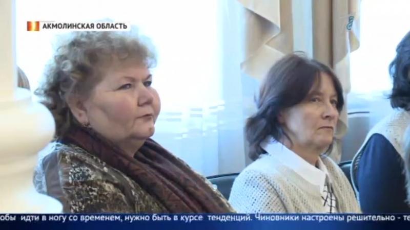 Государственные служащие рассказывают жителям населенных пунктов об удобствах получения электронных госуслуг