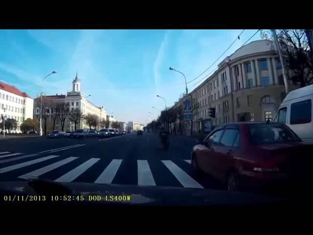 1 Ноября, Минск, Выпендреж Байкера в городе и падение, Авария 2013 ДТП №1378