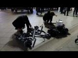 Уличные музыканты в Москве (играют на б/у ведрах, трубах канализации, сковородке, банке...)
