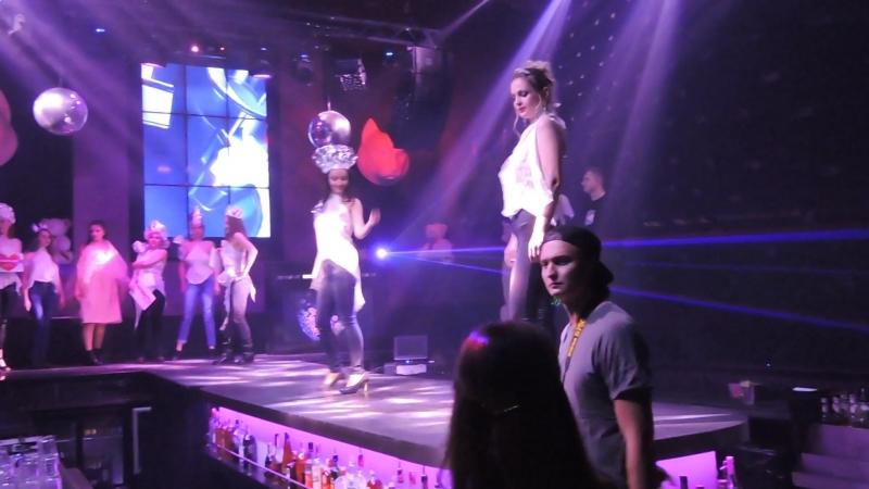 Мой дебют на подиуме в качестве модели Smoothlifestyle - экспромт - в дефиле я вторая - фэшн показ в клубе Rich cat