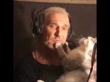Джигурда читает стихи коту