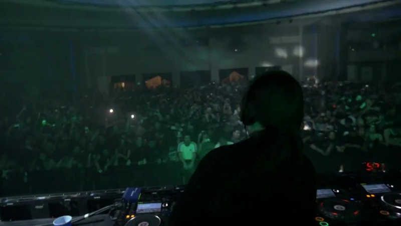 A little something to expect from Phiso at his first Electric Daisy Carnival (EDC) appearance going b2b with Ponicz.