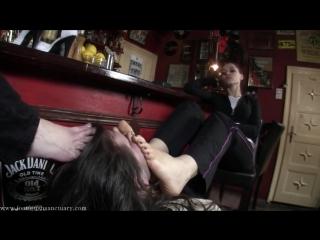 Goddess Victoria Amanda Femdom Foot fetish Фут-фетиш Женское доминирование slave licking feet #humiliation #submission