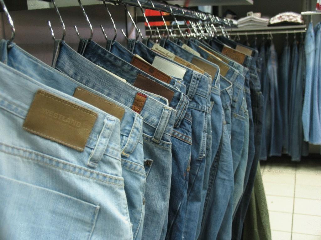 цвет как развесить джинсы в магазине фото зебра сметанным