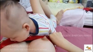 WILSON BABY BREASTFEEDS DURING TUMMY TIME POS DAY134 - Hng dn cho con b