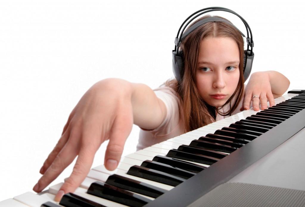 Чем полезен синтезатор для ребенка?