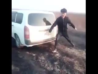 В Приморье местный житель поймал китайца, когда он поджигал поле.. - Напомню, там сейчас лесные пожары и в 11 районах введен про