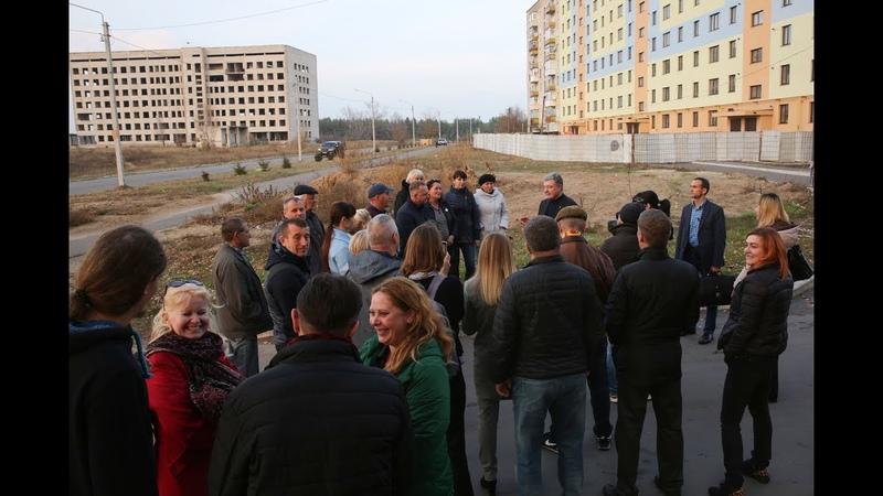 Петро Порошенко в Рубіжному зустрівся з переселенцями та місцевими активістами