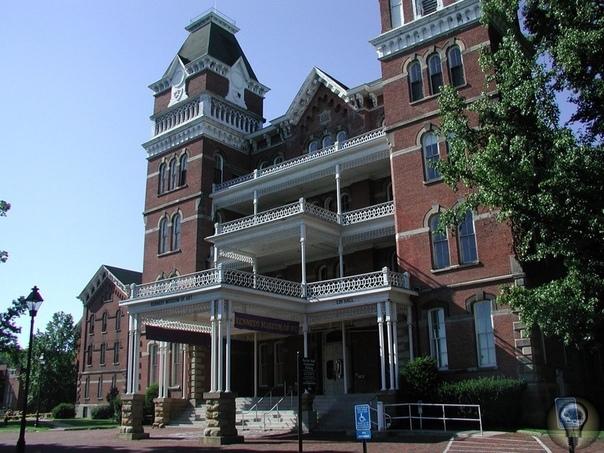 Афинский сумасшедший дом, США Психиатрическая лечебница была открыта в 1874 году. Изначально больница имела весьма неплохую репутацию, больные могли свободно проводить своё время, общаться и