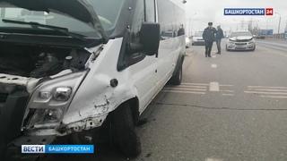 Четыре пассажира маршрутки пострадали при столкновении автобуса и легковушки в Уфе