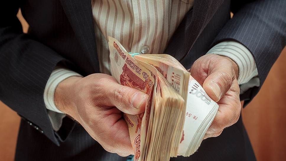 Чиновникам КЧР платят меньше всего в стране