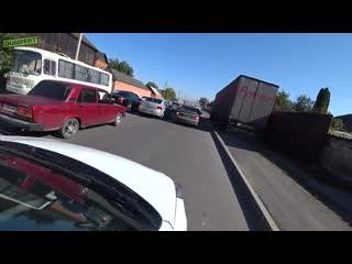 Англичанин удивляется стрельбе и беспределу на дороге в Назрани