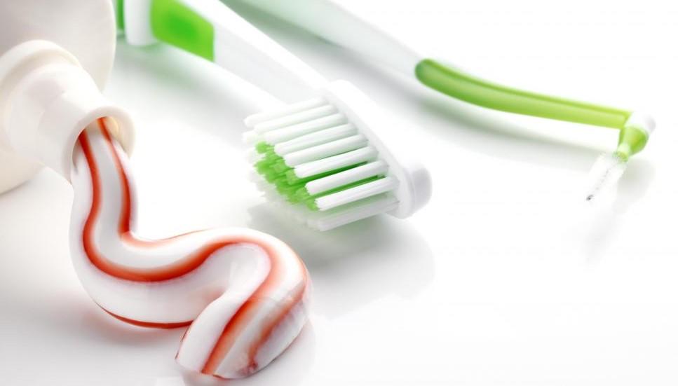 Некоторые марки зубной пасты помогают предотвратить зубной налет.