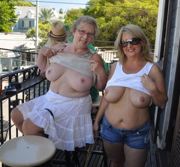 Flash Granny At Streetmature Flashers Xhamster 1