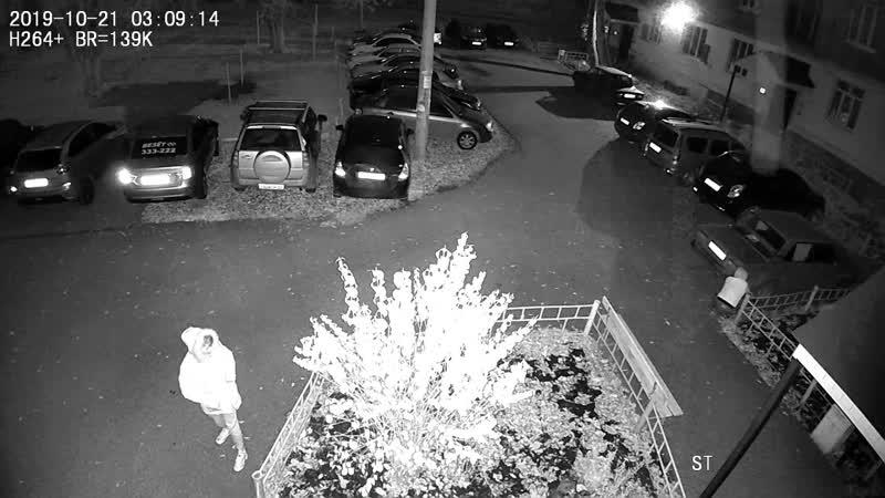 В Стерлитамаке ищут двух хулиганов, сливающих бензин с машин