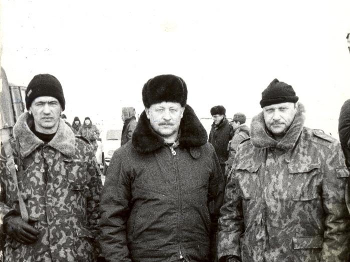 Со штурма очередного...В Первомайке. Это конец мероприятия. На фото: майор А.Гусак, генерал А. Михайлов, генерал Д. Герасимов