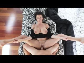 Сисястая грудастая зрелая мамочка брюнетка becky bandini трахается ебётся с молодым порно секс milf mylf busty big tit boob huge