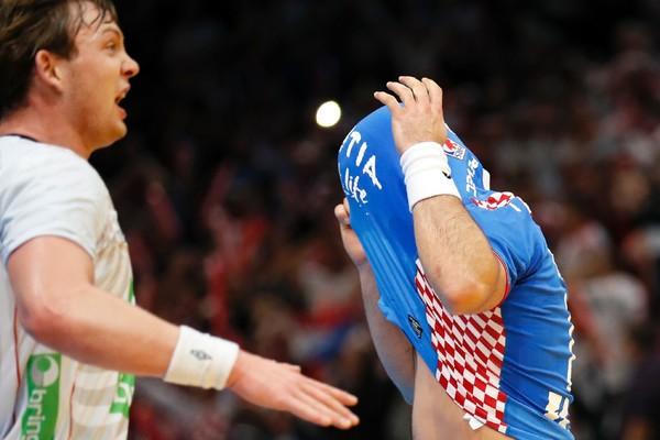 Утро дня полуфиналов: Сагосен против Дувняка, испанская атака против словенской защиты, изображение №1