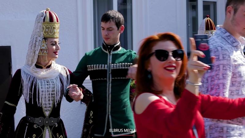 Иностранцы на кабардинской свадьбе/Foreigners on the Circassian wedding