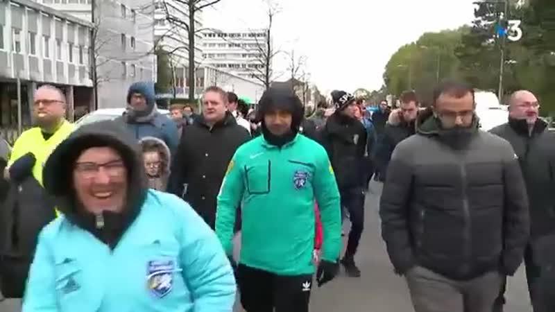 Mons-en-Baroeul - les arbitres manifestent contre les violences dans le foot amateur