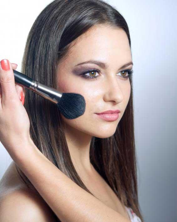 Качественные кисти для макияжа могут быть дорогими, поэтому их следует тщательно чистить и ухаживать.