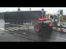 Ciężarówką w ciągnik rolniczy / mogło dojść do tragedii / moment wypadku w Ochabach