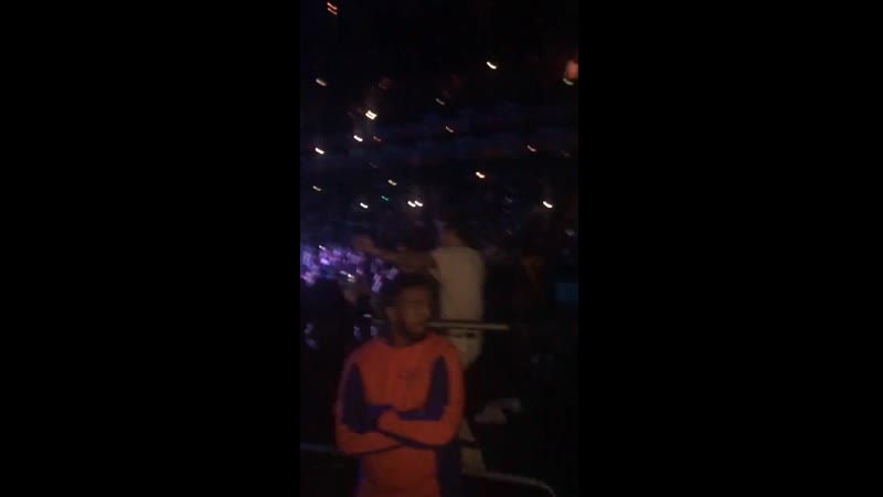 Harry dancing at the ariana grande concert tonight