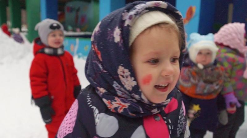 Влог один день из жизни Ками играем на улице с ребятами Утренник в детском саду катаемся на лошадке