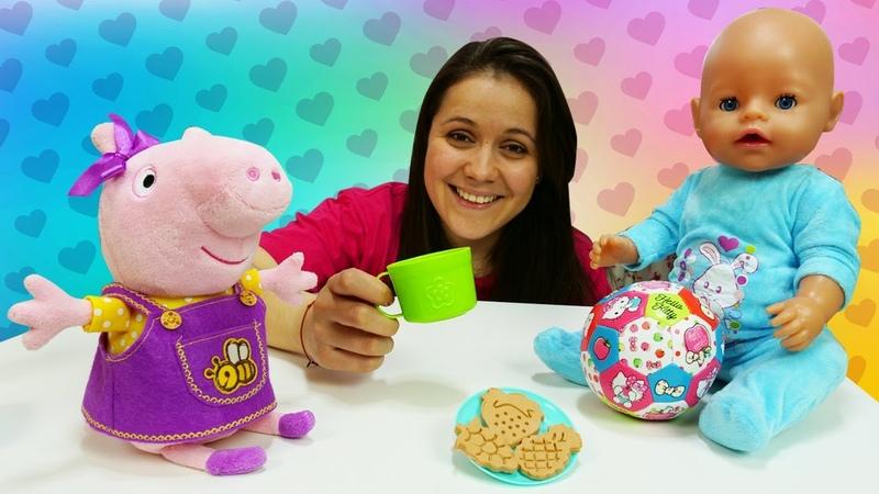 Peppa y la muñeca bebé hacen galletas de plastilina Play Doh Juguetes Baby Born Vídeos para niños