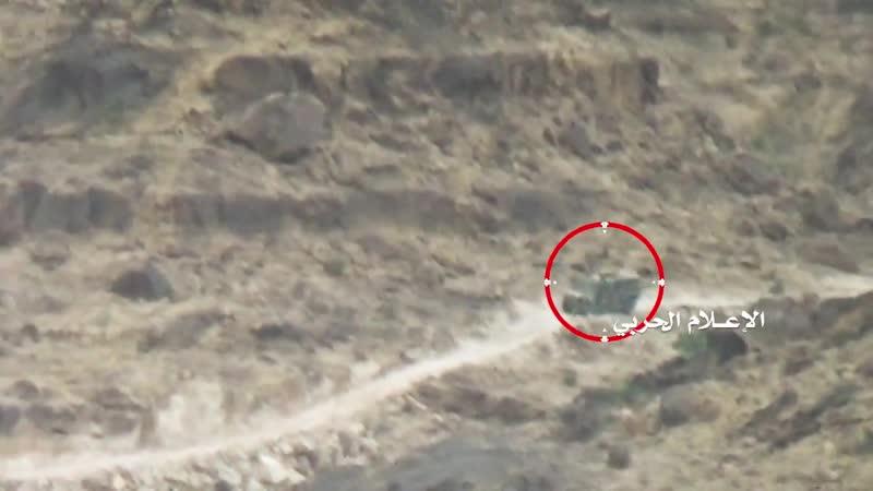 Хуситы уничтожили из ПТРК бронеавтомобиль Cobra хадистов в районе Муджаза Саада