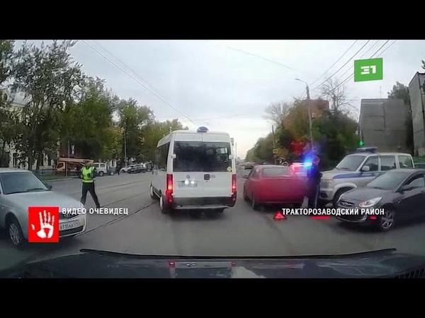 Инспекторы ГАИ выясняют обстоятельства аварии с участием машины полиции