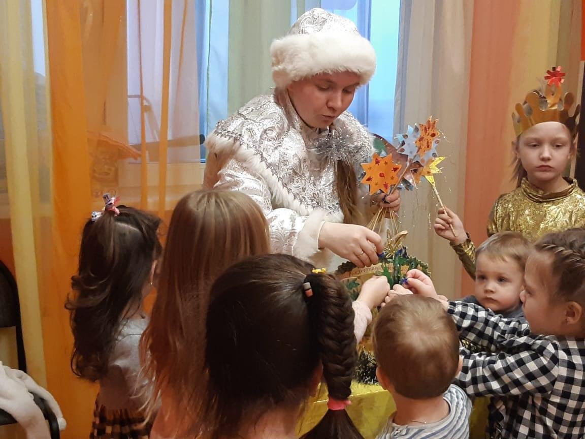 Представители храма на Покровской провели рождественский праздник для детей