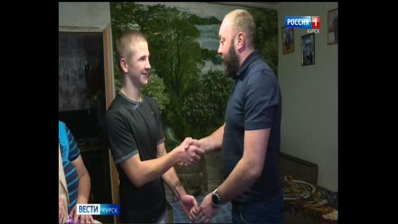Елка желаний Роман Старовойт исполнил мечту 16 летнего боксера