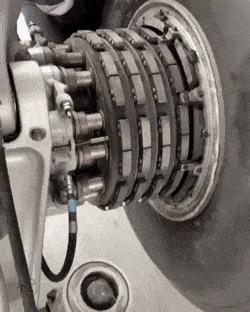 Как ставят колесо на боинг 747 r Pikabu