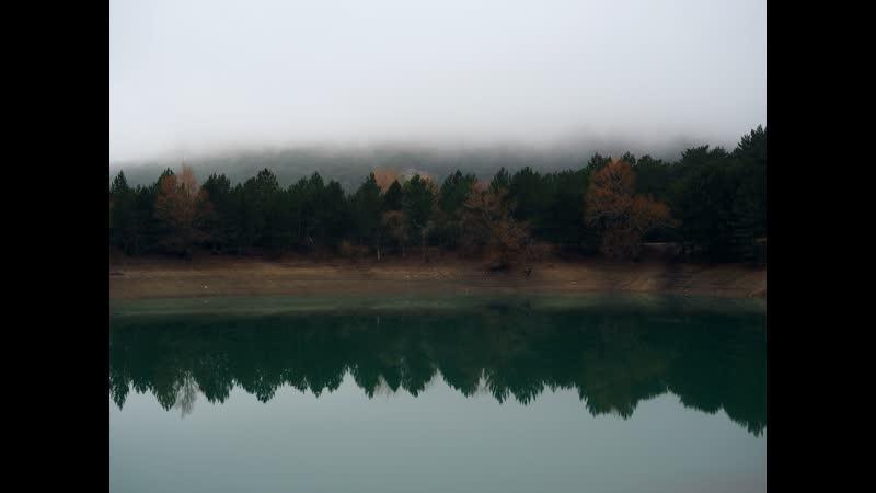 Горное озеро с изумрудной водой!