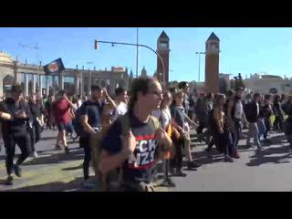 В Барселоне проходят массовые акции протеста сторонников независимости Каталонии