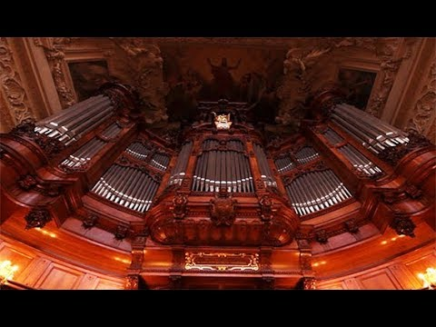 XAVER VARNUS PLAYS BACH'S TOCCATA FUGUE IN THE BERLINER DOM