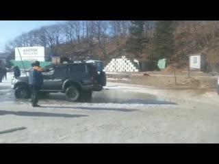 Владивосток. 30 машин ушло под лед