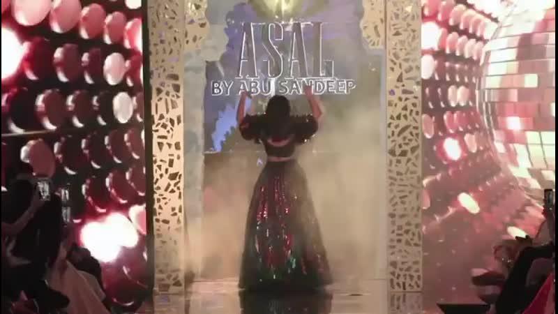 Ананья Пандей на модном показе Абу Джани Сандипа Кхослы