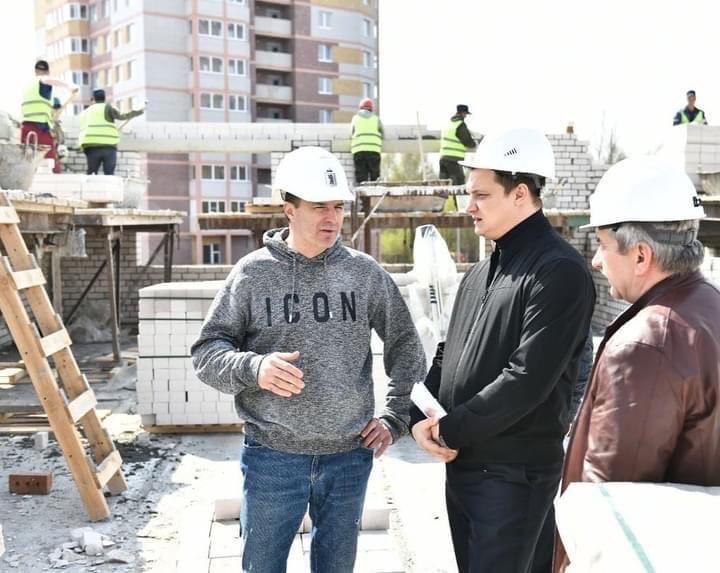 Мэр Ярославля проверил ход строительства дошкольных учреждений на улице Дядьковской