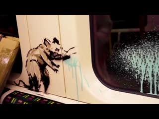 Бэнкси нарисовал граффити с чихающей крысой в лондонском метро.