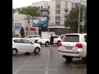 Парень из Ростова разгрузил перекрёсток с неработающим светофором -